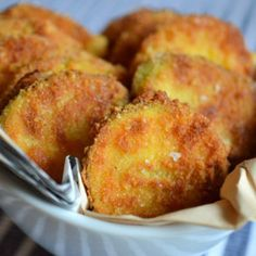 dovlecei in crusta de parmezan Parmezan, Recipe Box, Hamburger, Muffin, Dinner Recipes, Favorite Recipes, Breakfast, Cake, Ethnic Recipes