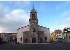 La cathédrale Saint-Pierre est une cathédrale catholique romaine située à Saint-Pierre, dans l'archipel de Saint-Pierre-et-Miquelon, dans l'Atlantique Nord.