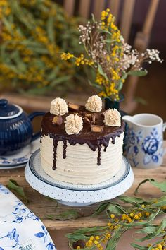 Chocolate and peanut butter cake Drip Cakes, Chocolate Peanut Butter, Cakes And More, Deli, Layers, Sweets, Desserts, Gluten, Food
