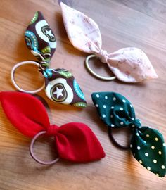 Hair bows - HANDMADE culture - Finally there is something to do yourself! Today I will show you in a short step-by-step instructio - Diy Hair Bows, Diy Bow, Sewing For Kids, Diy For Kids, Sewing Dress, Sailor Fashion, Simple Gifts, Hair Accessories For Women, Artisanal