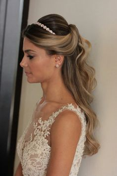 Hot Wedding Hairstyles Ideas Wedding Hair Down Hairstyle Hairstyle Bride Hairstyles With Veil, Wedding Hairstyles With Veil, Down Hairstyles, Hairstyle Wedding, Bridal Hair Half Up With Veil, Hair For Bride, Wedding Hairstyles Veil, Hairstyles With Headbands, Ciara Hairstyles