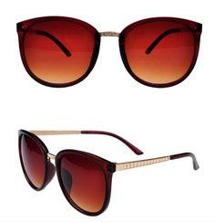 Dámské vintage velké originální sluneční brýle hnědé Na tento produkt se vztahuje nejen zajímavá sleva, ale také poštovné zdarma! Využij této výhodné nabídky a ušetři na poštovném, stejně jako to udělalo již velké množství spokojených …