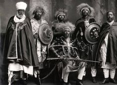 Ras_Makonnen_and_his_followers_of_the_Ethiopian_nobility.jpg (640×465)