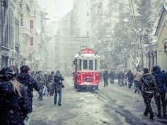 Picture of a snowy street scene in Istanbul