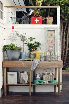 Outdoor Sideboard - the perfect piece that could be used as a buffet for entertaining or as a potting bench - made from salvaged or pallet wood - via beatehemsborg: grå