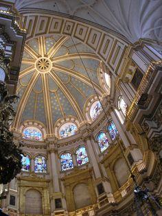 Os invitamos a pasear por la Catedral de Granada.  #historia #turismo  http://www.rutasconhistoria.es/loc/ctedral-de-granada