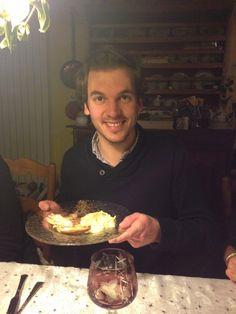 Jérôme pose pour une photo souvenir de ce bon moment passé autour d'un excellent repas !
