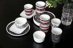 Kuvahaun tulos haulle marimekko astiat Scandi Home, China Sets, Marimekko, Home Kitchens, Scandinavian, Sweet Home, Table Settings, Dots, Plates