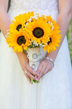 Rustic Sunflower Wedding - Rustic Wedding Chic Sunflower Rustic Wedding STEP-BY-STEP I. Magical Wedding, Dream Wedding, Wedding Things, Wedding Stuff, Country Style Wedding, Wedding Rustic, Wedding Ideas, Rustic Weddings, Wedding Bouquets