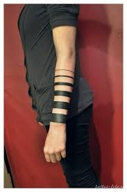 Resultado de imagem para tattoo maori perna feminina