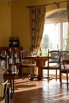 A elegânica do nosso restaurante convida a um almoço a dois! Visite-nos!  #restaurant #herdadedosgrous #food #wine #romantic #tourism #hotel #alentejo #portugal