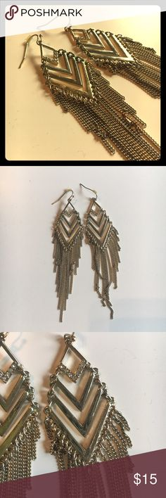 Express Chevron Fringe Dangle Earrings Gold Absolutely beautiful chevron gold earrings from express with chain fringe and crystal details. Only worn once, these are in fantastic shape. They are lightweight and easy to wear. These really look so cool. Let me know if you have questions! Make me an offer! Express Jewelry Earrings