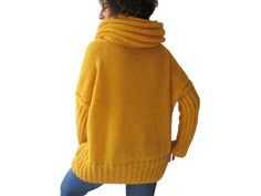 Yellow Hand Knitted Sweater with Accordion Hood and Pocket por afra