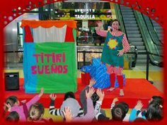 Animadores infantiles actuando en un centro comercila de Barcelona