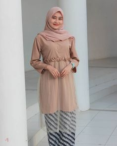 love yourself first before you love someone elseset batik dari @batik.njr di cek ya 💕💕 Kebaya Modern Hijab, Kebaya Muslim, Casual Hijab Outfit, Hijab Chic, Islamic Fashion, Muslim Fashion, Abaya Fashion, Fashion Dresses, Women's Fashion
