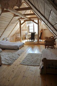 chambre dans les combles, deco chambre mansardee, sol en planchers en bois clair