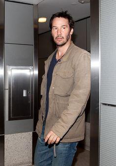 Keanu Reeves Photos - Keanu Reeves at the Airport in LA - Zimbio
