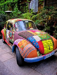 21 Classic Car Slug Bugs are cool - vintagetopia Hippie Style, Hippie Car, Bohemian Style, Dream Cars, Combi Wv, Vw Cars, Cute Cars, Vw Beetles, Vespa