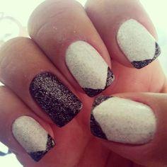 Branco, preto e glitter.