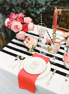 One of my favorite color combinations ever was used here for an adorable Mother's Day Dinner Party! That black and white striped table runner is gorgeous and I love the pops of pink and coral! Mothers Day Dinner, Mothers Day Event, Mothers Day Decor, Decoration Evenementielle, Wedding Decorations, Table Decorations, Festa Party, Gold Party, Partys