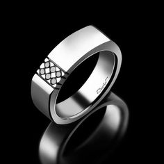 La Chevalière Dandy de la Maison Bachet, en or blanc et 6 diamants noirs de 0,12…*Available in the US, exclusively at https://gerardriveron.com/collections/maison-bachet