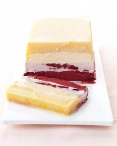 Sorbet Striped Cake - layer sorbets in a loaf pan and then refreeze. (line the pan with plastic wrap first, and freeze one layer before adding the next). Frozen Desserts, Just Desserts, Delicious Desserts, Dessert Recipes, Dessert Ideas, Bridal Shower Desserts, Wedding Desserts, Peach Frozen Yogurt, Gastronomia