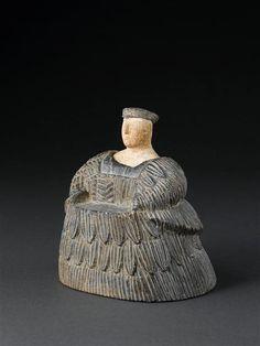 """Statuette féminine au kaunakès dite """"princesse de Bactriane"""" - époque paléo-élamite (Iran) - Bactriane - MATIÈRE: calcaire , chlorite   - Réunion des Musées Nationaux-Grand Palais -"""