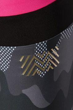 Monreal London - Cropped Camouflage-print Stretch Leggings - Black - medium