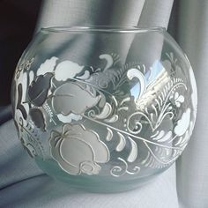 Wall Glass Vase Wine Bottles Ideas For 2019 – Wallace, Dress Blue – vidrio - Bottle Crafts Bottle Painting, Bottle Art, Bottle Crafts, Painted Glass Vases, Painted Wine Glasses, Vase Transparent, Glass Painting Designs, Diy Décoration, Pottery Vase