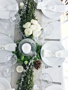 41 Fascinating Winter White Party Decoration Ideas - Modul Home Design White Party Decorations, Festival Decorations, Small Glass Containers, Brunch Decor, Flower Arrangements Simple, Christmas Deco, White Christmas, Winter White, Table Centerpieces
