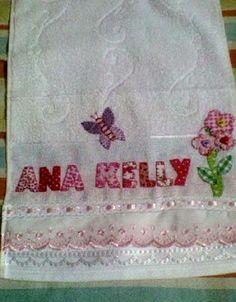 Material: Toalha escolar, bordado inglês, passa fita e fita de cetim, Técnica: bordada patch-colagem R$ 29,00