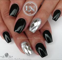 """Black & Metallic Silver ♠️♣️ Acrylic Overlay with @gellyfitaustralia Spring Summer SS220, @youngnailsinc Silver Glitter, Metallic Silver Diamond…"""