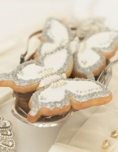 http://www.thecakeparlour.com/wp-content/uploads/2011/01/Butterfly-jewel-cookies-300x384.jpg