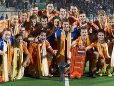 In navolging van de Nederlandse dames in december winnen de Nederlandse mannen de World Hockey League. In de finale wordt Nieuw Zeeland verslagen.