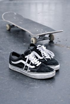 need these vans old skool <3 http://shop.vans.fr/fr-fr/chaussures-old-skool.html T 40.5