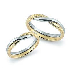 Verighete lucrate manual din aur alb si aur galben, cu un diamant pe verigheta miresei, disponibile la comanda pe Orsini.ro - http://orsini.ro/verighete-aur-orsini-393