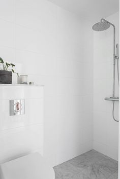 Bathroom Inspiration, White Tiles, Large White Tiles, Bathroom Interior Design, Bathroom Design, Large Tile Bathroom, White Bathroom, Tile Bathroom, Bathroom Shower Tile