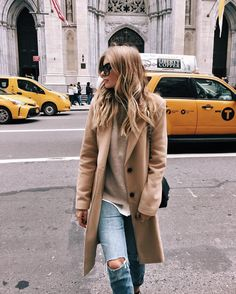 63 Best Winter Fashion Ideas Camel Coat Outfits, If you wear then often enough, your coats might be significant part of your outfit and fashion. For the matter, coat wasn't a frequent name in Street Style Outfits, Looks Street Style, Fall Winter Outfits, Autumn Winter Fashion, Winter Style, Casual Winter, Autum Outfits 2018, Winter Clothes, New York Winter Outfit