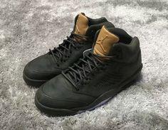 """Если вы хотите Air Jordan купить, то обязательно обратите внимание на премиальную линейку спортивной обуви от Nike. Особенно вам стоит заметить такие кроссовки, как Jordan «Pinnacle"""". Конструкция этой модели обновляется год от года, поэтому имеет большую популярность среди фанатов бренда и просто ценителей качественной спортивной обуви. Верхняя часть модели выполнена из нубука, а на боковой панели присутствует стильная и функциональная перфорация. Заинтересуют эти сникерсы и вас."""