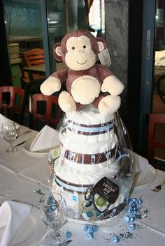 The cellophane is a great idea to present the diaper cake.