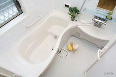 頻繁に汚れて掃除が面倒なお風呂。今回はその汚れごとの落とし方と、お風呂の場所別の掃除の方法や頻度などをまとめてご紹介します。 Bathtub, Cleaning, Bathroom, Standing Bath, Washroom, Bath Tub, Bathtubs, Bathrooms, Bath