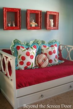 Daybed and bedding f