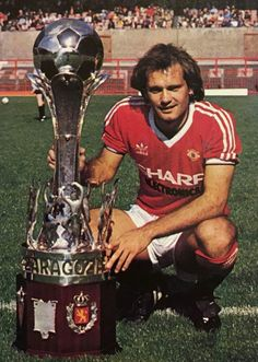 Since you want to improve your soccer skills, you will learn some new tips contained in this ar Manchester United Images, Manchester United Legends, Manchester United Football, Ray Wilkins, Man Utd Squad, Premier League Champions, Good Soccer Players, Soccer Skills, Retro Football