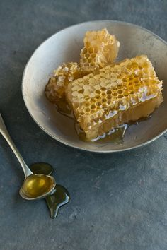 Menu | Raw Honeycomb to Serve with Cheese + Fruit