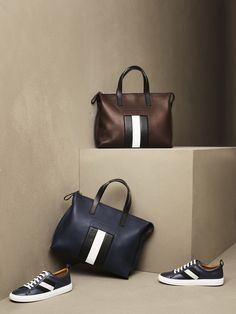 Shop our range of designer shoes, bags and accessories today on the official Bally online store. Rimowa Luggage, Best Work Bag, Bally Bag, Men's Totes, Fashion Bags, Fashion Backpack, Mens Fashion, Grab Bags, Leather Briefcase