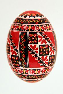 "Easter egg in batik pysanky A note on pronunciation, despite what you may have heard on television, a supplier of pysanky tools or from an instructor in a local class, ""Pysanka"" is correctly pronounced ""Pih-sahn-kah"" with the plural ""Pih-sahn-kih"". All with short vowels. The term ""pysanky"" is not, never was, nor will it ever be correctly pronounced ""pie-SAN-kee or pizz-an-ki"""