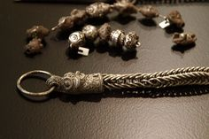 Viking knit chain with head terminals. Viking silver hoard from Terslev, Zealand, with kg of silver. Viking Garb, Viking Reenactment, Viking Dress, Viking Knit Jewelry, Medieval Jewelry, Ancient Jewelry, Ancient Vikings, Norse Vikings, Tablet Weaving