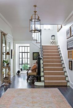 Having a small foyer doesn't mean you can't make it with stairs. Here are some minimalist small foyers with stairs design ideas to inspire you. Design Entrée, House Design, Design Ideas, Center Hall Colonial, Entryway Stairs, Entryway Decor, Entry Hallway, Decoration Ikea, Dutch Colonial