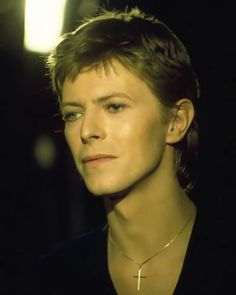 DAVID BOWIEX so angelic and he knows it.