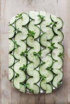 Cake Decorating 171066485833298663 - 27 Incredible savory sandwich cake ideas for a brunch party Source by StudioAMdesign Appetizer Recipes, Salad Recipes, Appetizers, Cucumber Sandwiches, Sandwich Cake, Sandwich Recipes, Food Garnishes, Garnishing, Snacks Für Party